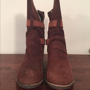 NWOT EMU Suede boot with leather trim